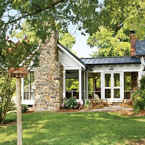 10 Lovely Family Porches